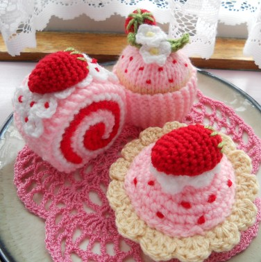 knit & Crochet Strawberry Cakes sophiecat91 Flickr
