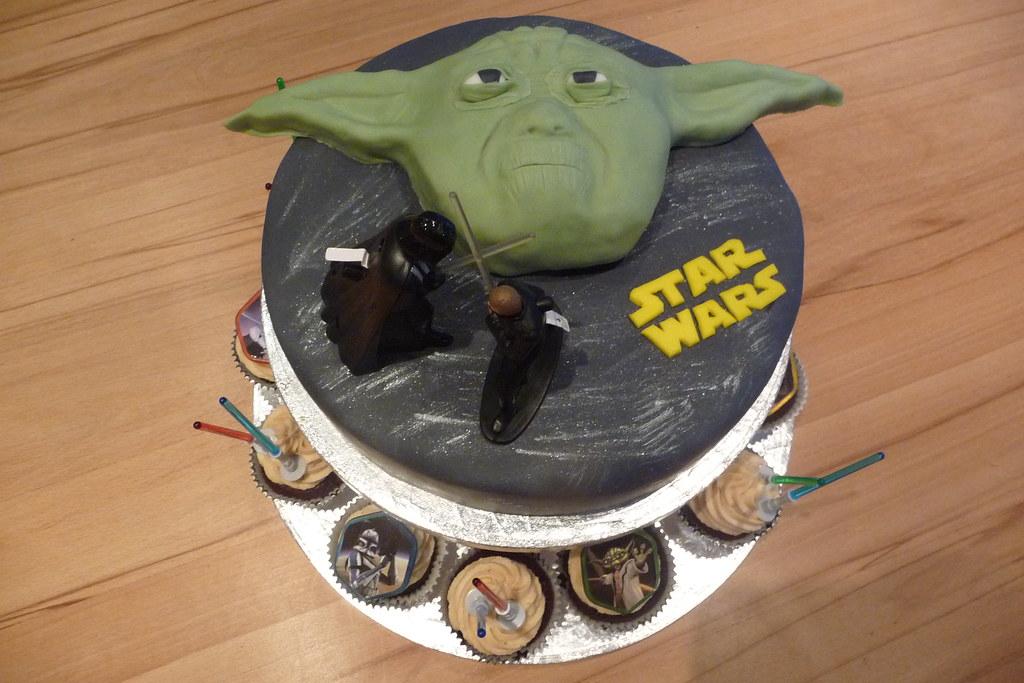 Yoda Torte Mit Cupcakes Yoda Torte Zum 11 Geburtstag Yoda Flickr