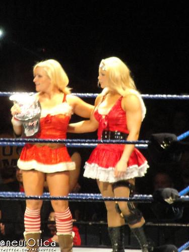 07 - Beth Phoenix & Natalya Vs. Layla & Naomi