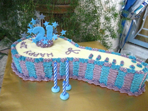 IMG_1798 21st Birthday Key Cake in Blue and Purple ...