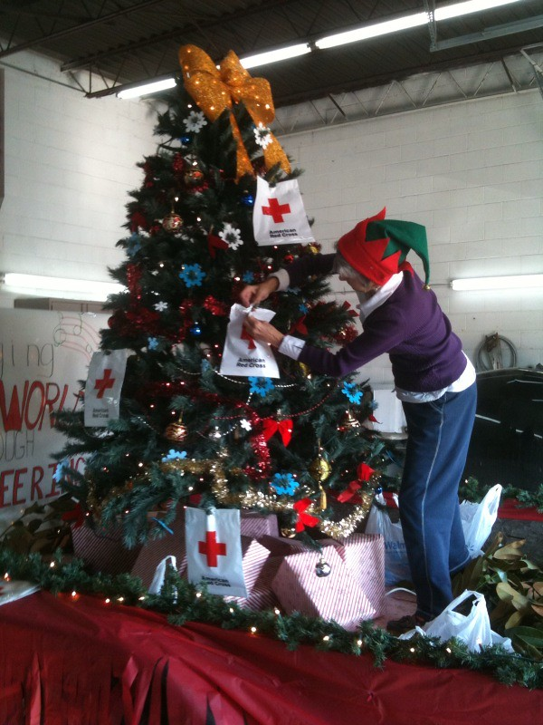 decorating christmas parade float by paducahredcross decorating christmas parade float by paducahredcross - How To Decorate A Christmas Parade Float