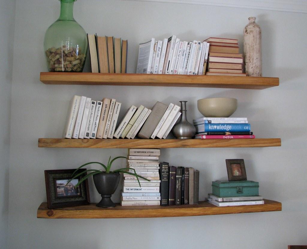 ... reclaimed wood floating shelves | by {me}longings - Reclaimed Wood Floating Shelves Melongings.blogspot.com/20… Flickr
