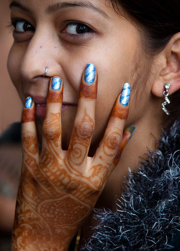 0160 Beautifully painted hand and fingers--India | by ngchongkin