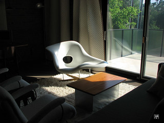 Eames la chaise design charles ray eames 1948 for Imitation chaise vitra
