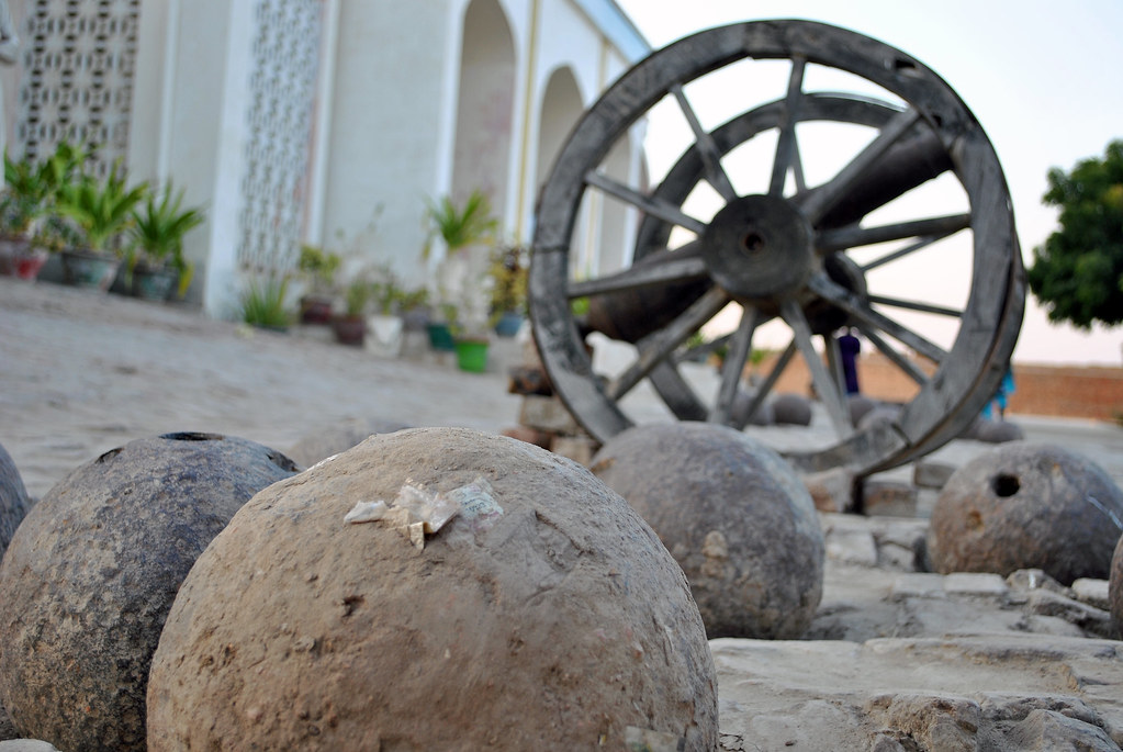Guns And Canon Umerkot Fort Sindh Irfan Ahmed Flickr