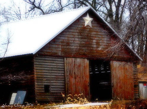 Barn Charm #3 | Rustic brown barn with star at peak | el ... - photo#44