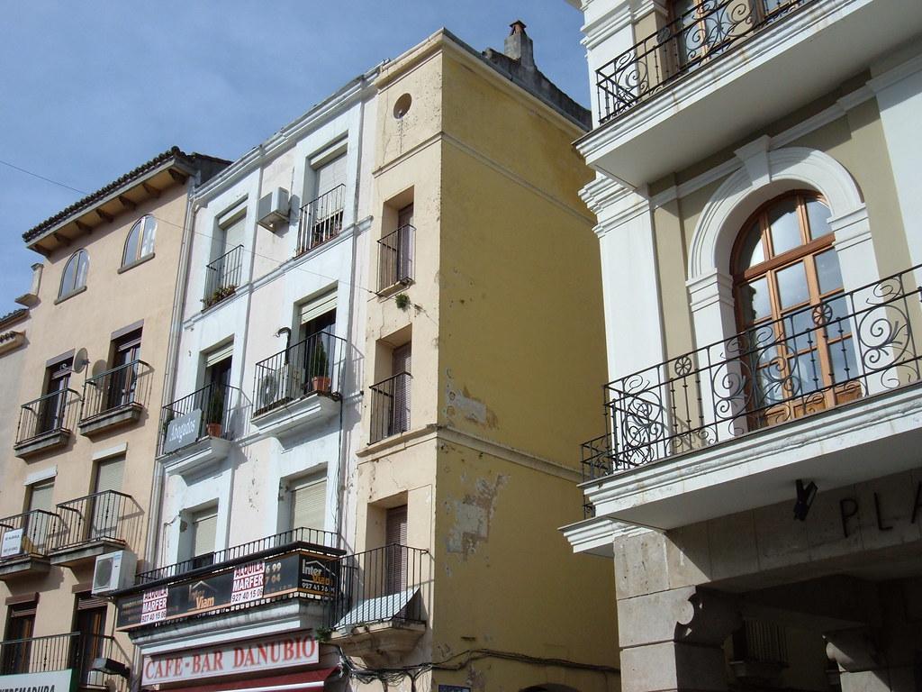 El edificio mas estrecho de España, plaza Mayor Plasencia