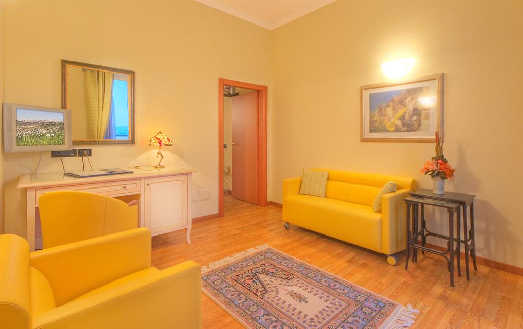 Letto Lord Poltrona Frau.Recina Hotel Macerata Suite Lord Elegante E Confortevo Flickr