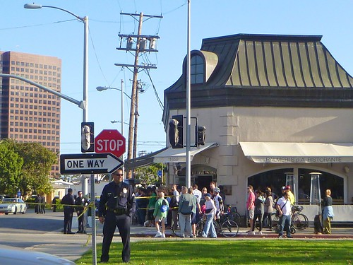 Crowd Waiting for President Obama Outside Tavern in Brentwood, April 21, 2011 | by bloodyeyeballs