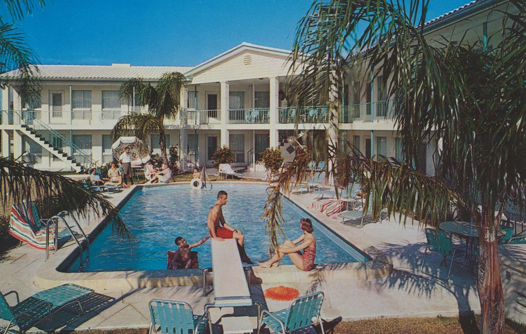 The Colonnade Motel & Apartments - Clearwater Beach, Florida