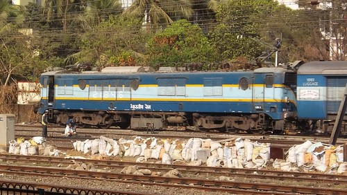 21846 WCAM1 with jaipur superfast at borivali | by akshaypatil™ ® photography