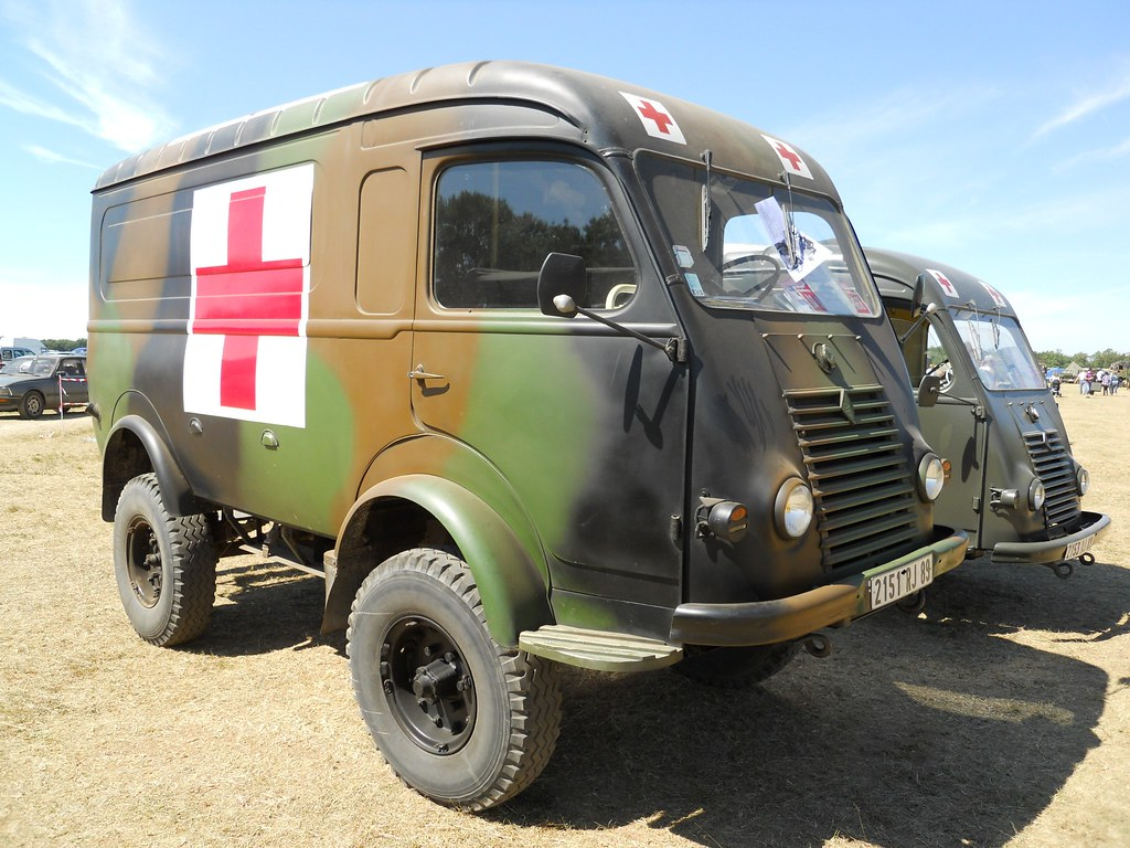 ... RENAULT R 2087 4x4 (1964) Ambulance militaire   by xavnco2