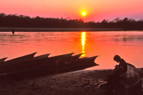 Boats on the bank from the Rapti river | by Dick Verton