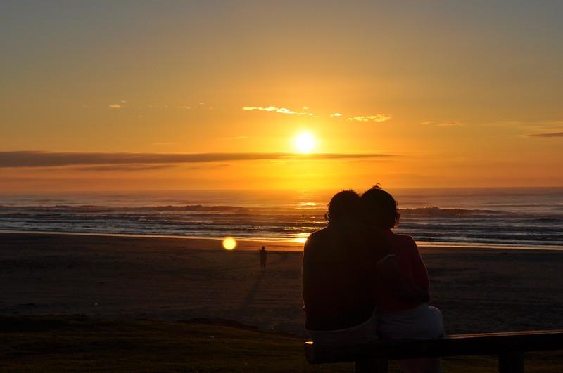 Resultado de imagem para casal ao amanhecer