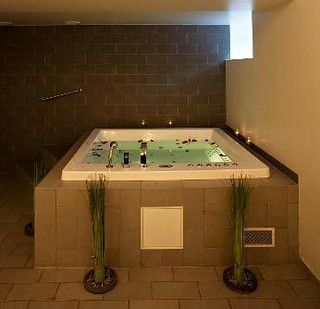 Hotels With Bath In Room Suffolk