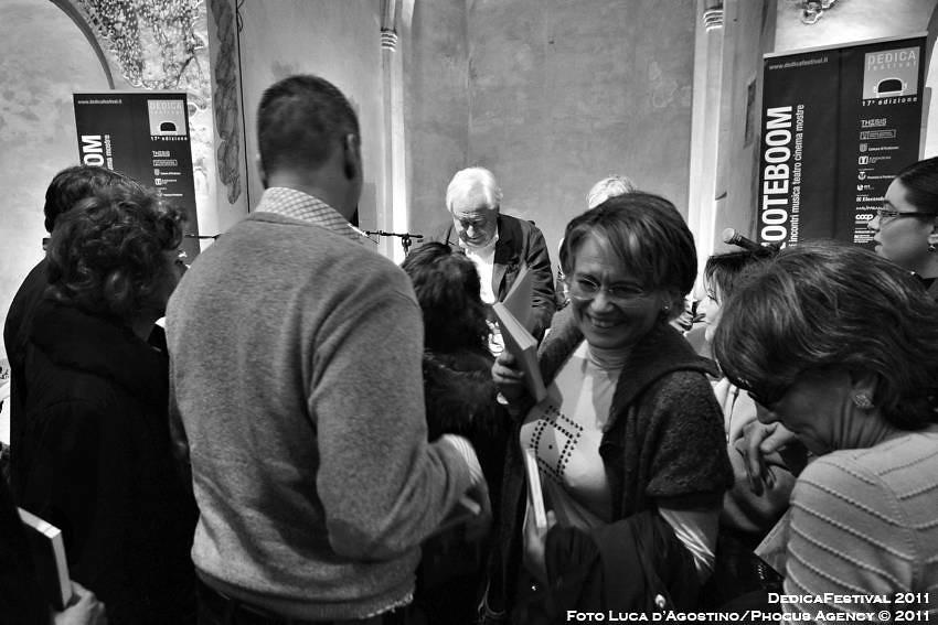 thesis dedica festival Dedica un percorso che di anno in anno propone l'approfondimento di un autore e della sua opera, del suo impegno, dei suoi ambiti culturali.