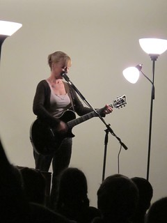 Kristin Hersh plays& sings from her memoir, RAT GIRL | by napkinshoe