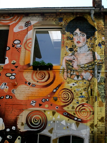 "House-Painting a là  ""GUSTAV  KLIMT"" (Explored) 