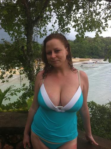 Big breasted latin mom gives handjob - 5 1