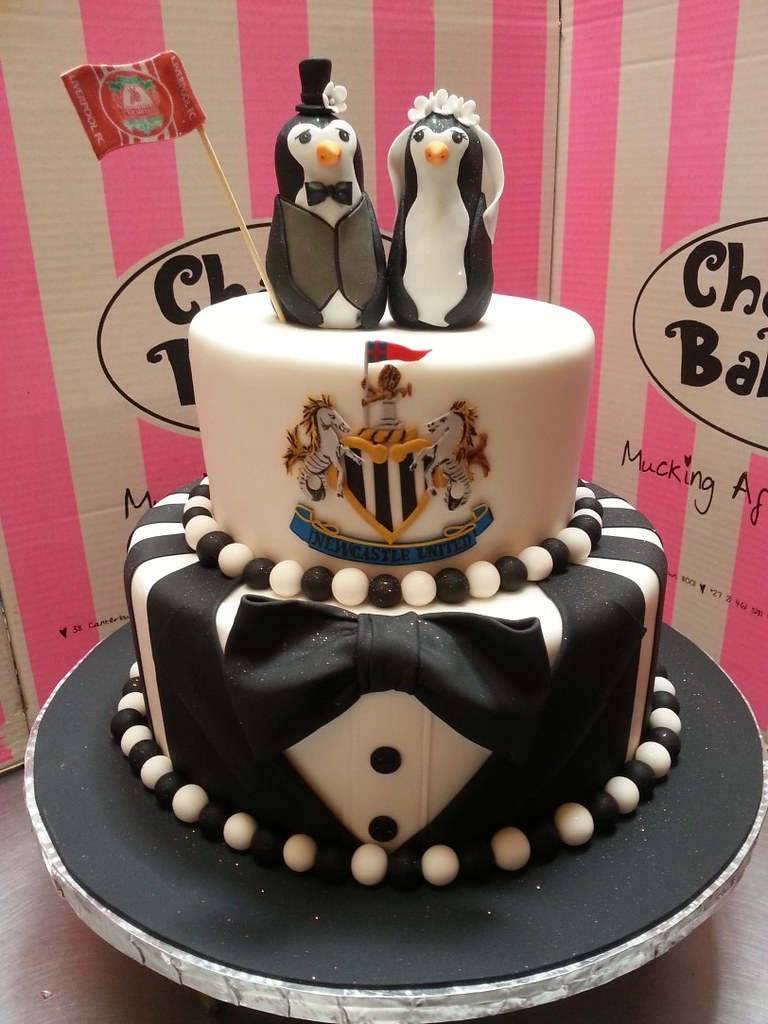 2 Tier Wedding Cake Covered In Fondant With Tuxedo Base Ti Flickr