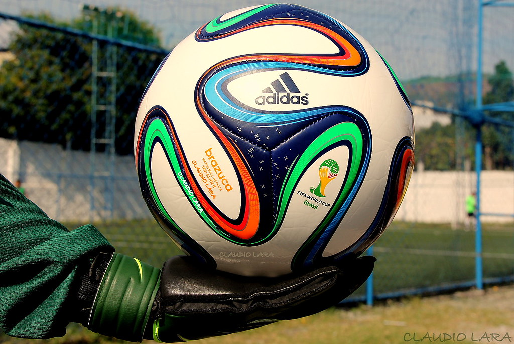... Brazuca - Official Match Ball of the 2014 FIFA World - la pelota  oficial  bac47a29bab3d