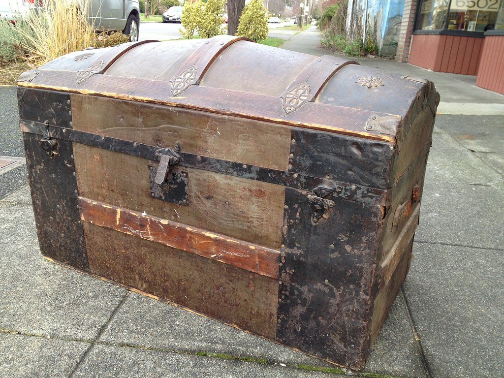 Antique Camel Back Trunk With Tin Stars 23 X 32 X 18 Inche Flickr