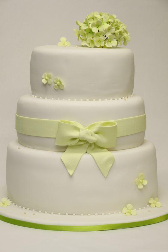 3 Stockige Hochzeitstorte Oval Cremeweiss Mit Gruner Horten Flickr