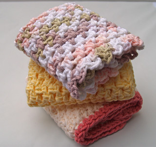 Simply a dishcloth | by MinglingThreads