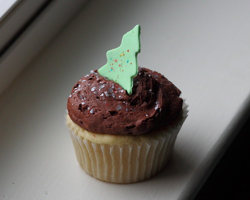 Sticky Fingers Holiday Cupcake | by Mr.TinDC