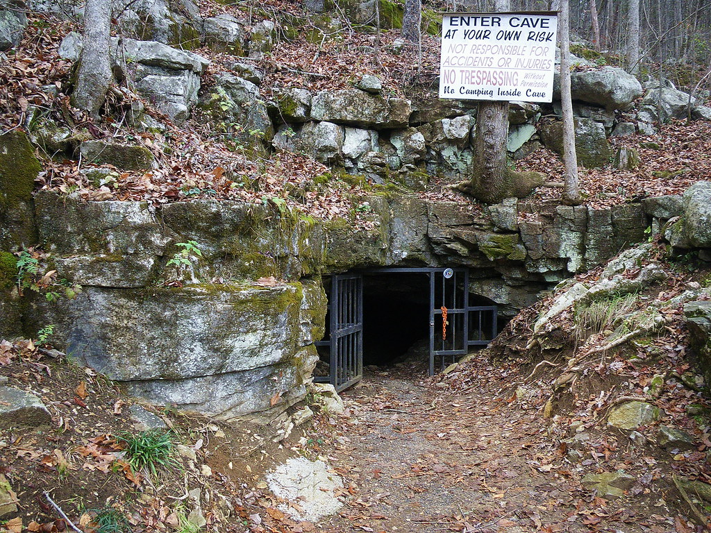 Alabama jackson county section -  Tumbling Rock Cave Jackson County Alabama By 65mb