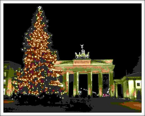 Christmas Tree in front of Brandenburger Tor | by Ginas Pics