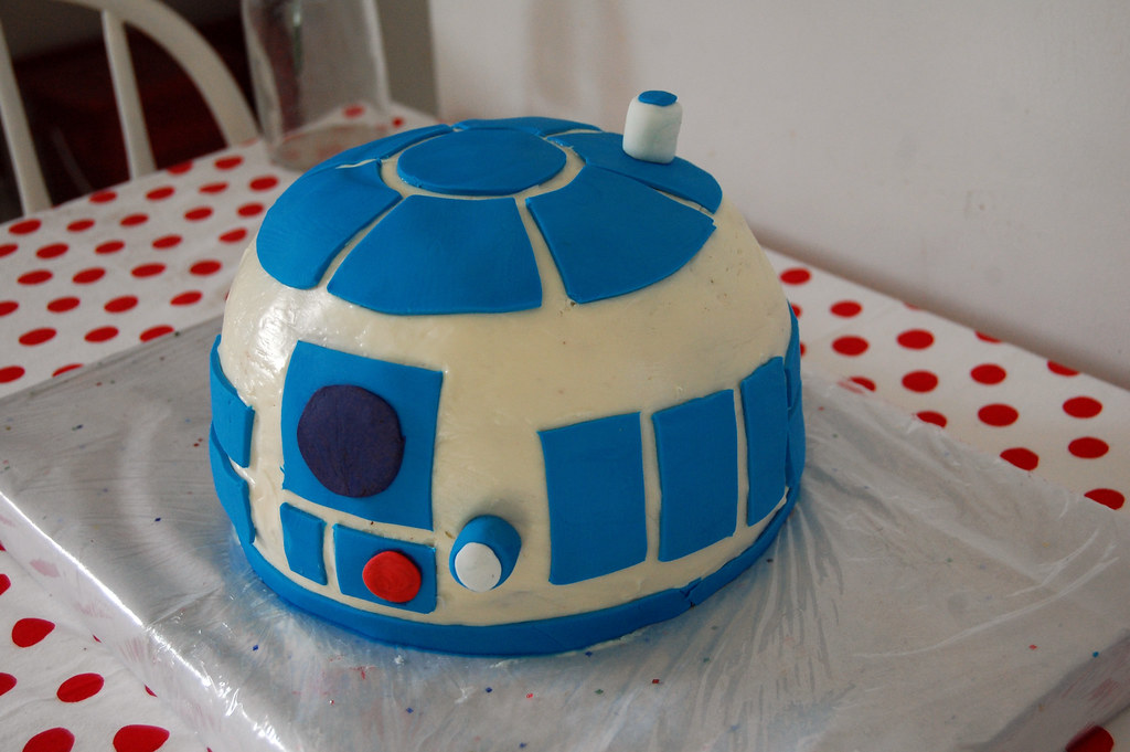 R2d2 Birthday Cake I Made This Cake For A Friends Daughter Flickr