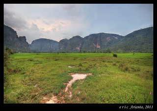 Lembah Harau, from a field | by Eric Arianto