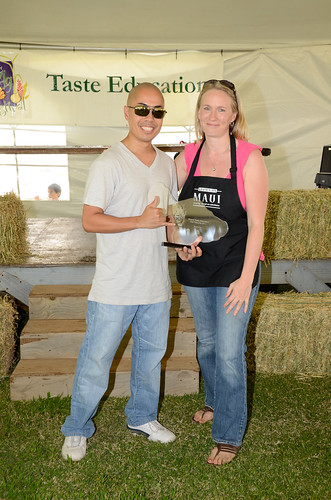 Chef Jojo Vasquez, Grand Taste Education winner with presenter Roxanne Tiffin, owner of Kula Fields | by Slow Food Maui