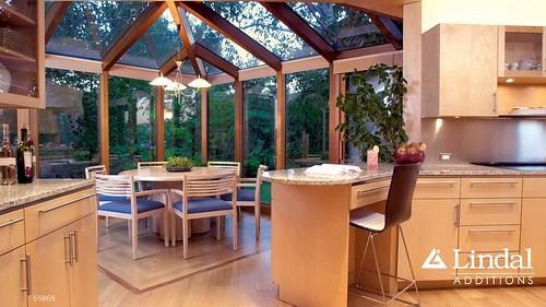 Corner sunroom as dining room off of kitchen lindal for Sunroom breakfast nook