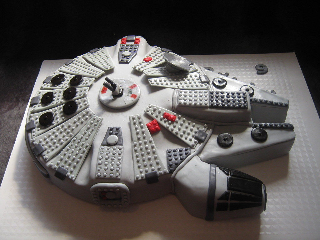 Bien-aimé Lego Millenium Falcon Cake | Made for a 9 year old who loves… | Flickr NU33