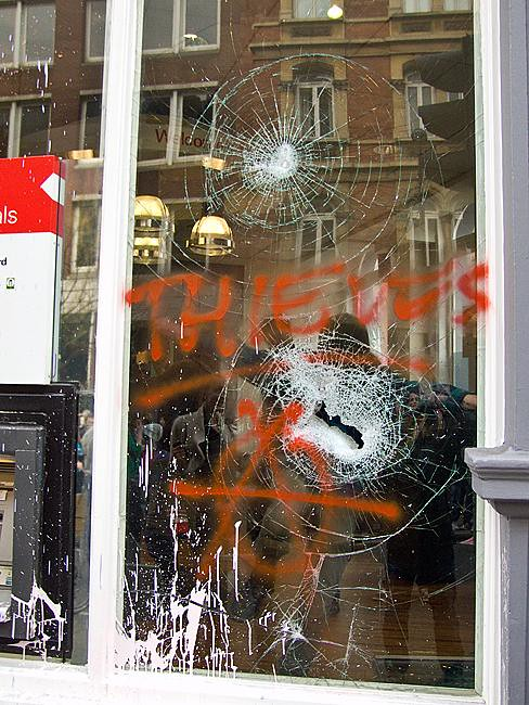 Thieves - assault on HSBC Bank, Cambridge Circus, London