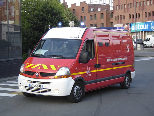 villeneuve d 39 ascq renault master ambulance harry nl flickr. Black Bedroom Furniture Sets. Home Design Ideas