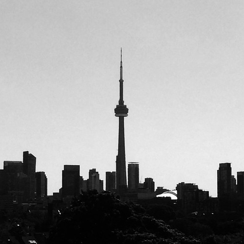 Now that's a beautiful skyline. #toronto showing how it's done. | by Raj Deut