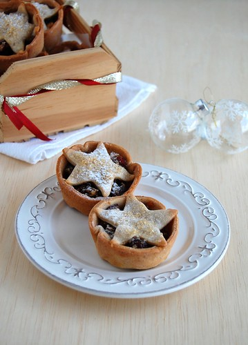 Cinnamon-chocolate fruit mince tarts / Tortinhas de fruit mince com chocolate e canela | by Patricia Scarpin