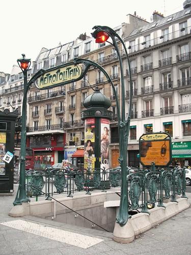 Paris place de clichy bouche de m tro art nouveau for Place de clichy castorama