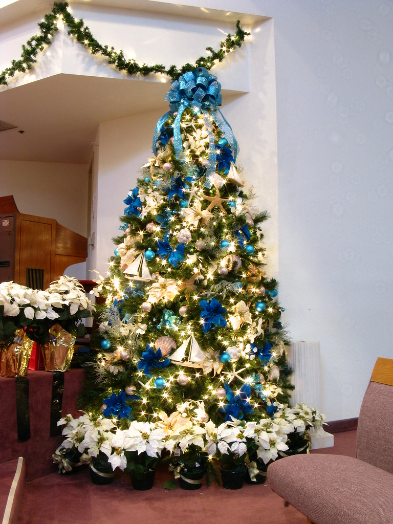 Blue and Beige Ocean Themed Christmas Tree | Another view of… | Flickr