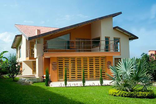Fachada principal casa bamb zuarq arquitectos for Casa de estilo campestre