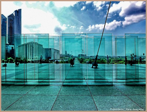 Glass walls under Grande Arche | by Polježičanin