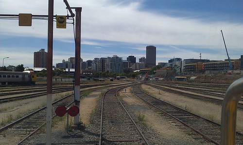 how to get to the adelaide showgrounds by train