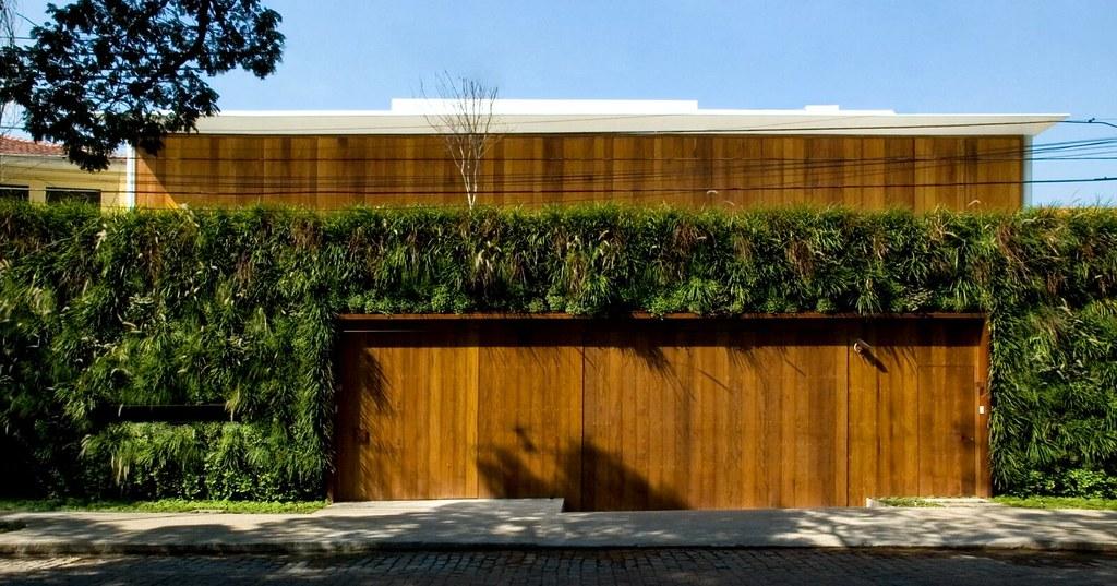 Resultado de imagem para Fachada com jardim vertical