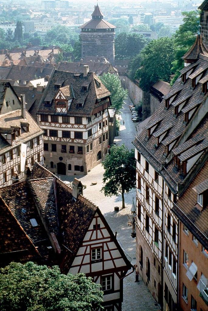 Nürnberg mit dem Dürerhaus im Vordergrund / Albrecht Dürer ...