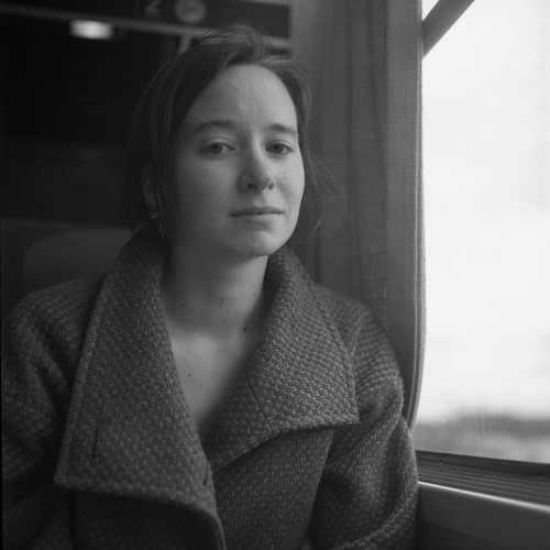 Portrait dans le train II | by glucozze