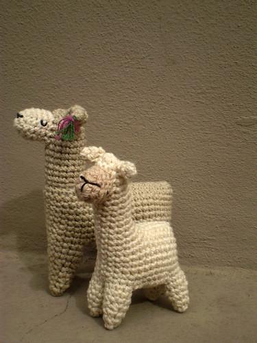 Amigurumi Llama Free Pattern : 2 llamas todav?a me falta tejerle la oreja a la mas ...