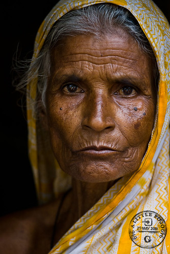 Portrait of a woman in Bangladesh. | by Rowan Gillson